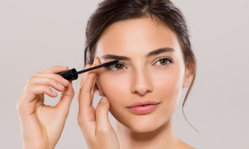 How-to-Put-on-Mascara