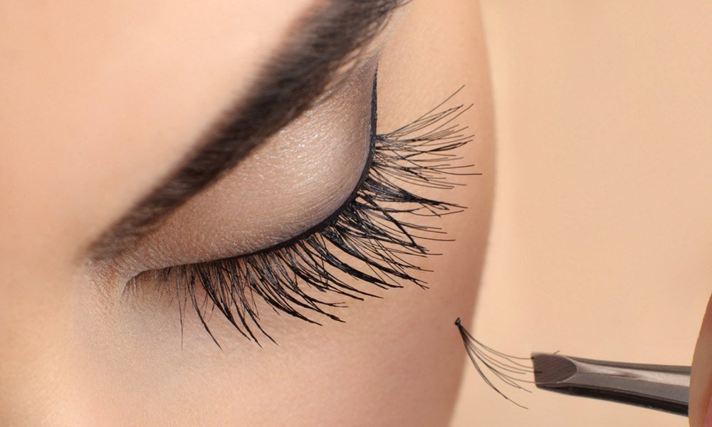 Eyelashes-Extension-for-More-Flirtatious-Volume