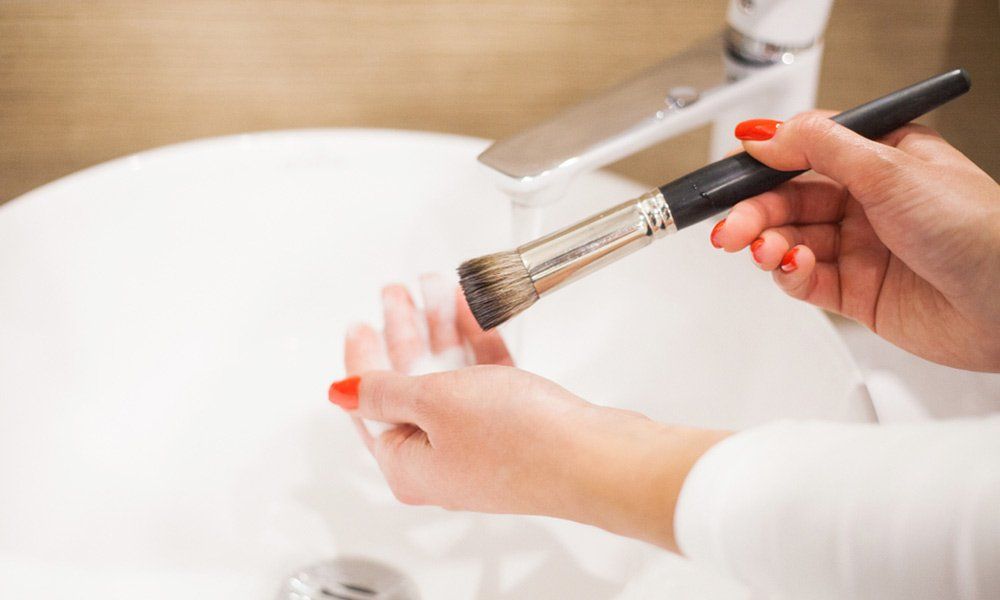 How to Clean Makeup Brushes and Make it Hygienic at All Times