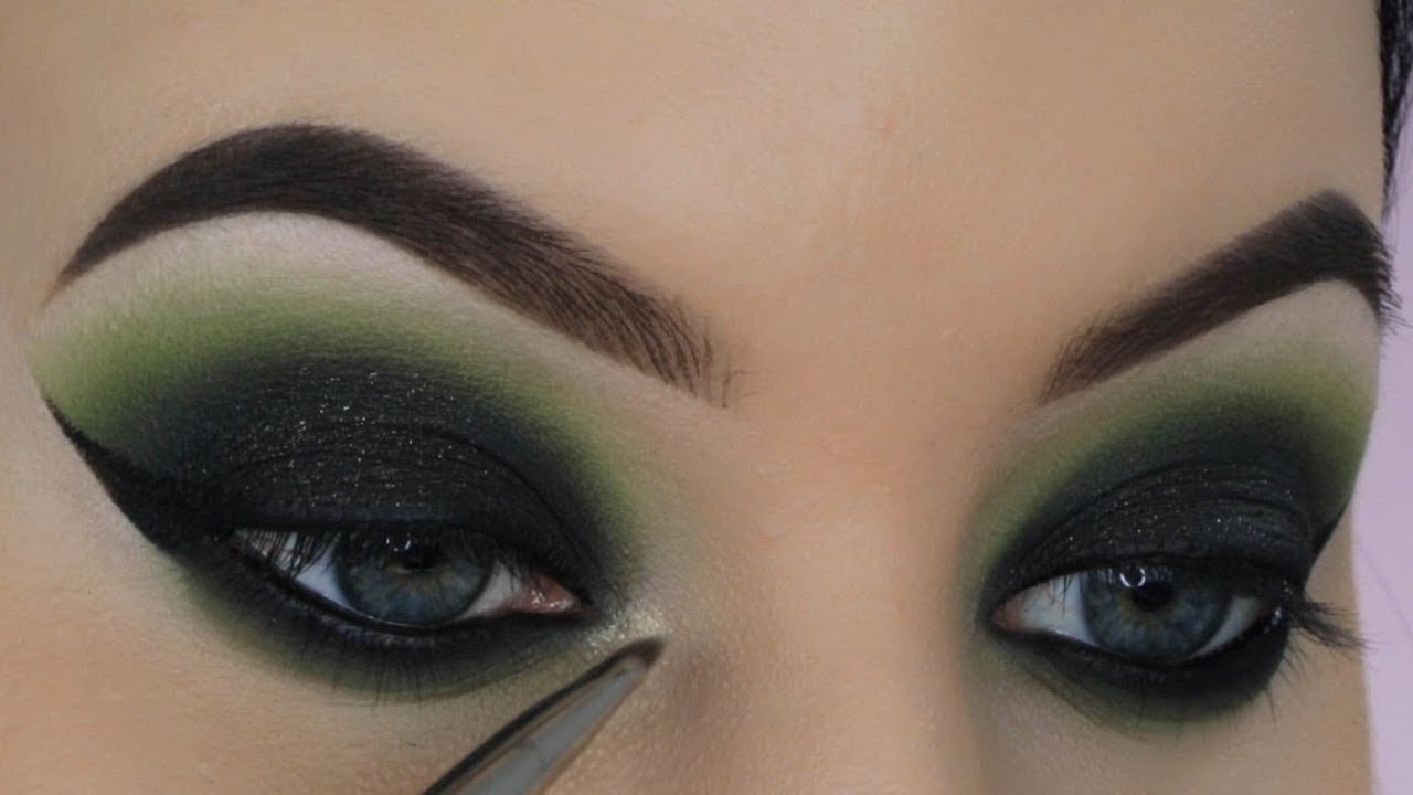 Smokey Eyes Makeup Using the Best Color to your Eyes