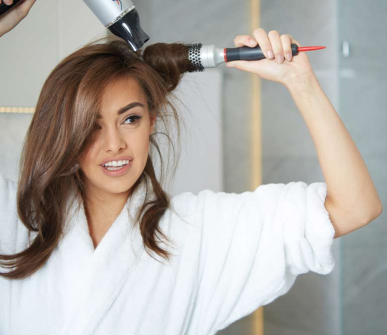 Blow-Dry-Hair-Techniques-03