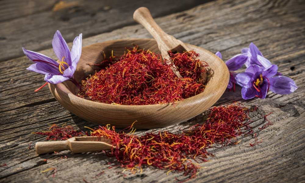 Saffron-Benefits-for-Skin-that-Works-001
