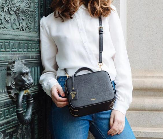 How-to-style-handbags-with-an-outfit-04