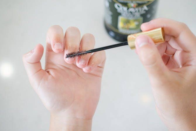 How-to-Clean-Nails-1242