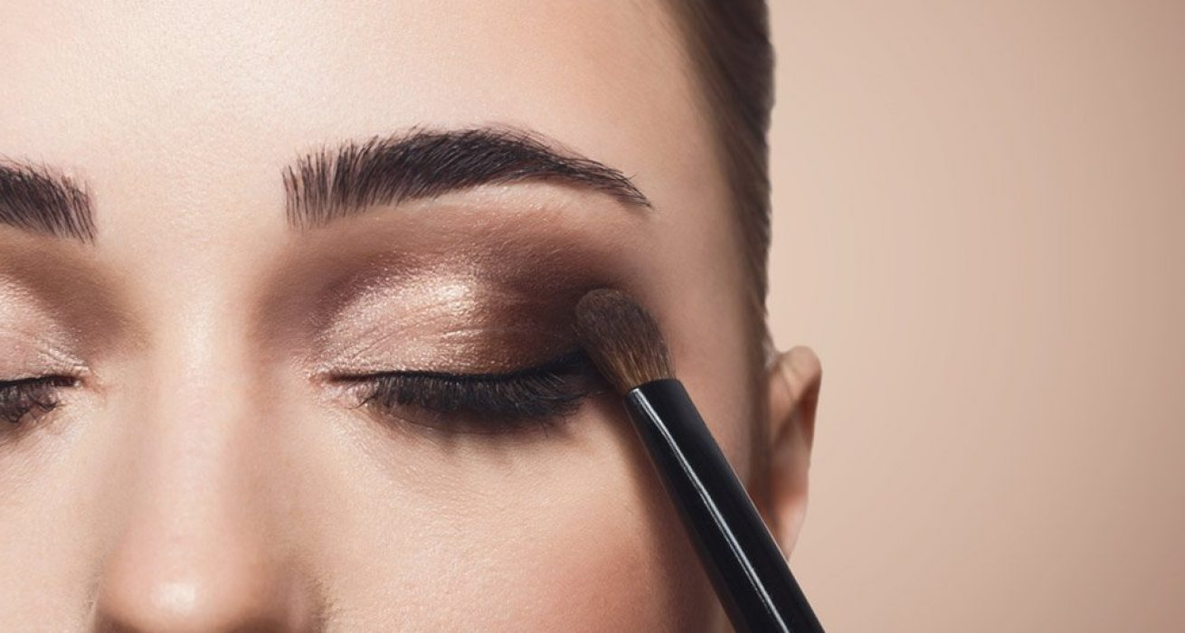 How-to-Apply-the-Eyeshadow